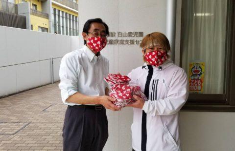 5月15日(金)に川崎市麻生区の児童養護施設「白山愛児園」に消毒セットと手作りマスク60枚、御殿場の障がい者施設「インマヌエル」に消毒セットとマスク50枚の寄付を行いました